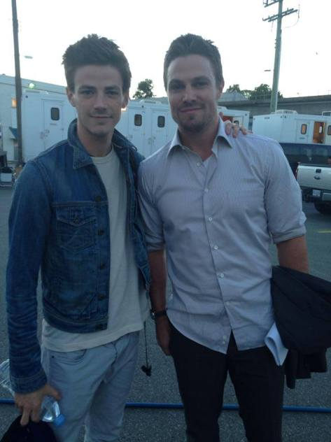 flash-stephen-amell-set-grant-gustin-arrow