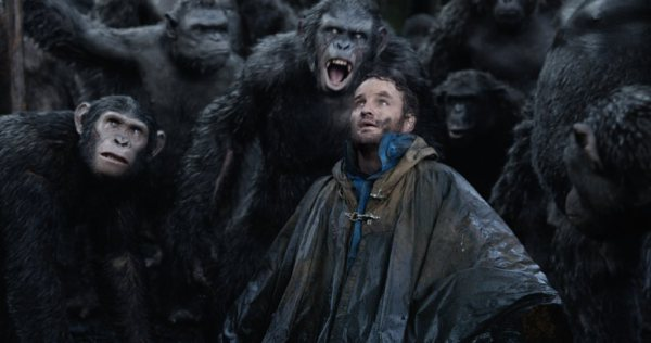 Dawn of the planet of the apes battle scene-1730